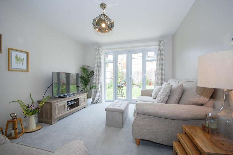 3 Bedrooms Detached House for sale in Castlerigg Close, Skelton TS12