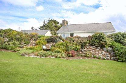 3 Bedrooms Bungalow for sale in Frondeg, Llanfair, Harlech, LL46