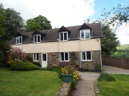 3 Bedrooms Detached House for sale in Glyndyfrdwy, Corwen, Denbighshire, LL21