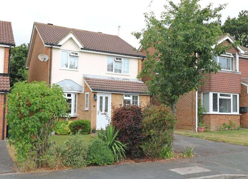 3 Bedrooms Detached House for sale in Grasmere Close, Eastbourne, BN23