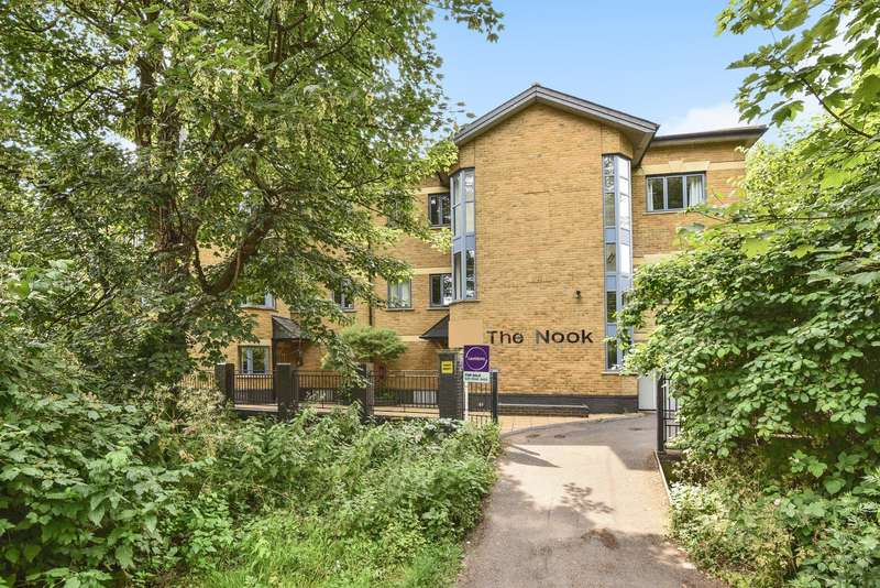 3 Bedrooms Penthouse Flat for sale in The Nook, London, SW19