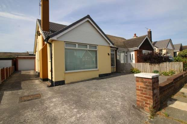 2 Bedrooms Bungalow for sale in Kirkstone Drive, Thornton-Cleveleys, FY5