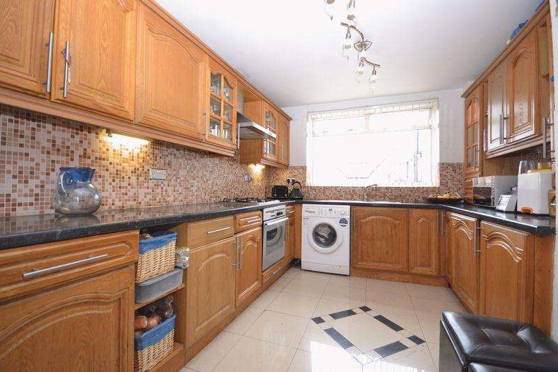 3 Bedrooms Semi Detached House for sale in Sylvester Road, London