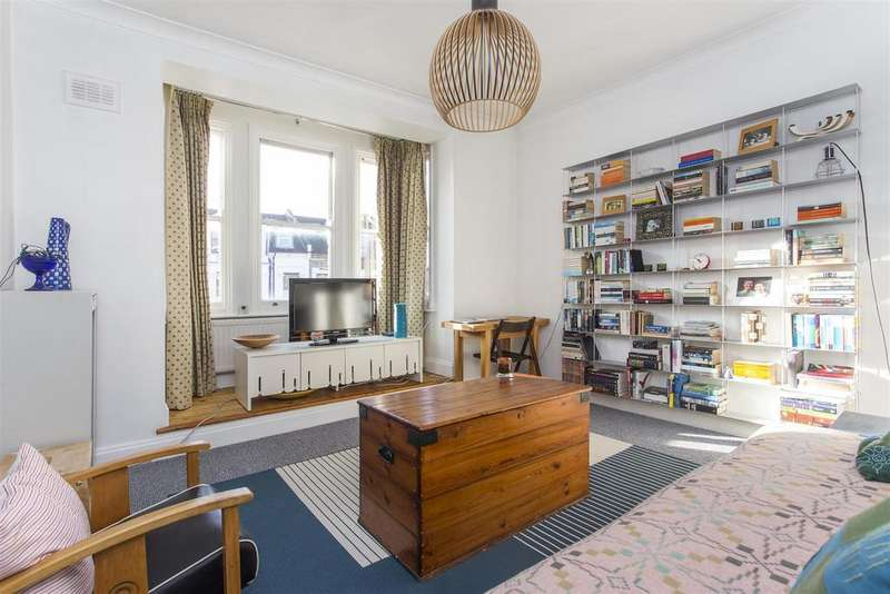 2 Bedrooms Flat for sale in Dunsmure Road, London