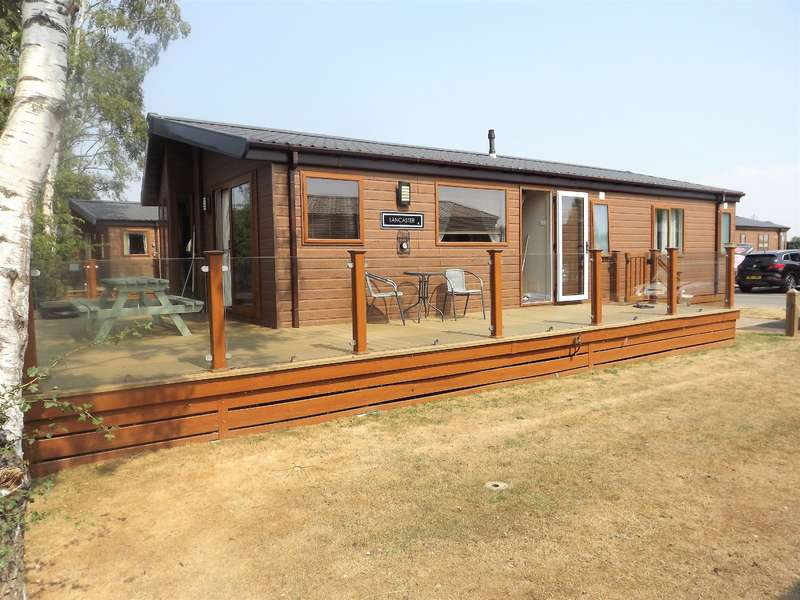 3 Bedrooms Bungalow for sale in Misty Bay, Sleaford Road, Tattershall, LN4 4LR