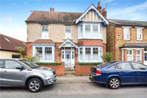 4 Bedrooms Detached House for sale in Clarendon Road, Ashford, Surrey