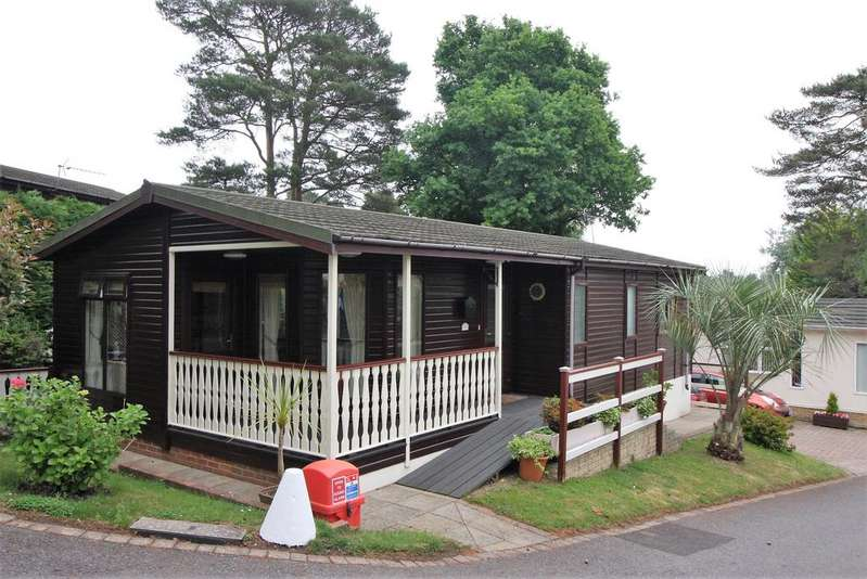2 Bedrooms Mobile Home for sale in Matchams Lane, Christchurch BH23
