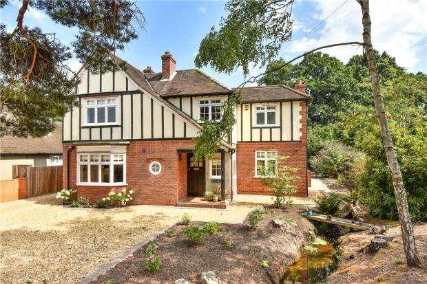 4 Bedrooms Detached House for sale in Westover Road, Fleet