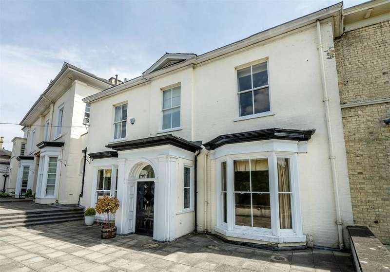 4 Bedrooms Semi Detached House for sale in The Mount, York