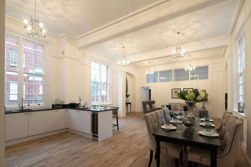 3 Bedrooms Apartment Flat for sale in Bluecoats Avenue, Hertford