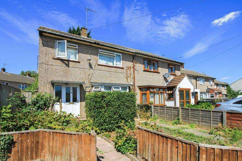 3 Bedrooms Semi Detached House for sale in Guernsey Close, Luton
