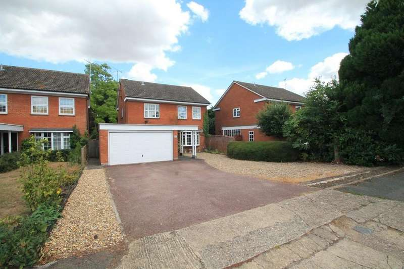 4 Bedrooms Detached House for sale in Cumberland Close, Aylesbury