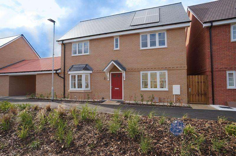 4 Bedrooms Link Detached House for sale in Hall Road, Rochford