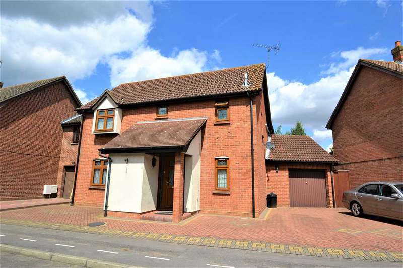 3 Bedrooms Detached House for sale in Wickets Way, Hainault, Ilford