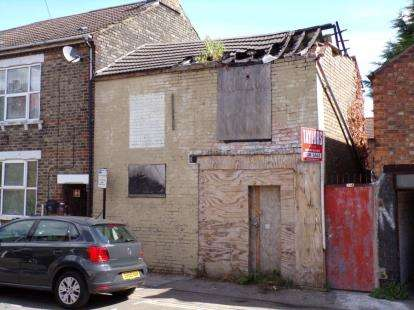 End Of Terrace House for sale in Battison Street, Bedford, Bedfordshire