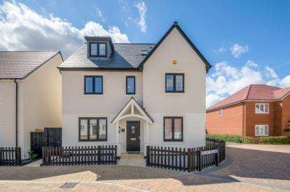 5 Bedrooms Detached House for sale in Alder Wynd, Silsoe, Bedford, Bedfordshire