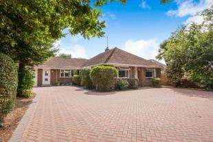 3 Bedrooms Bungalow for sale in Horsham Road, Pease Pottage, Crawley, West Sussex