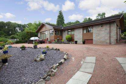 4 Bedrooms Bungalow for sale in Upper Carman Road, Renton