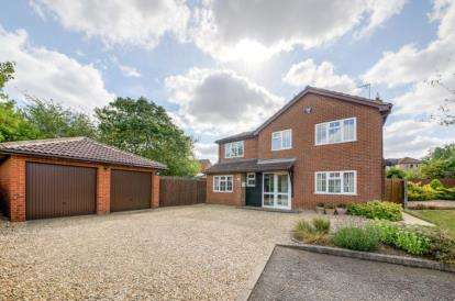 4 Bedrooms Detached House for sale in Dunster Court, Furzton, Milton Keynes