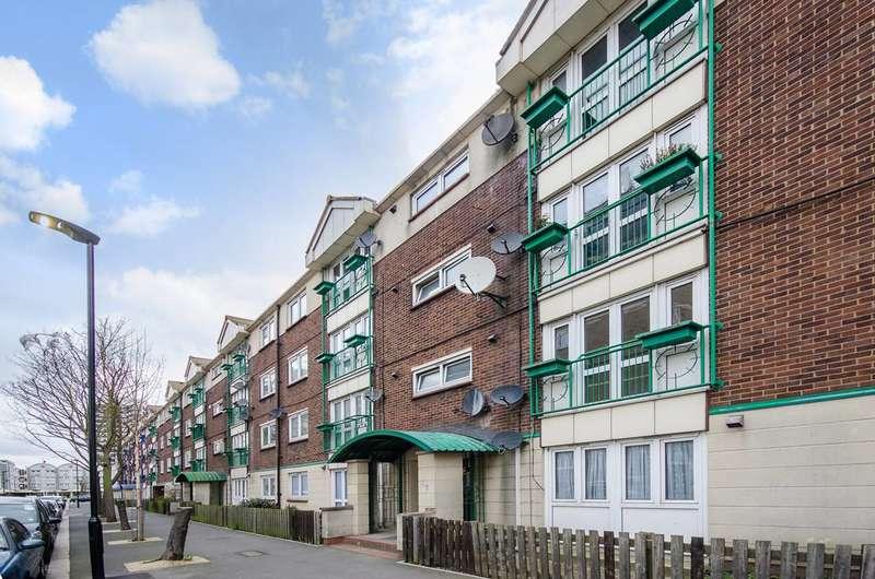 2 Bedrooms Flat for sale in Woodman Street, Royal Docks, E16