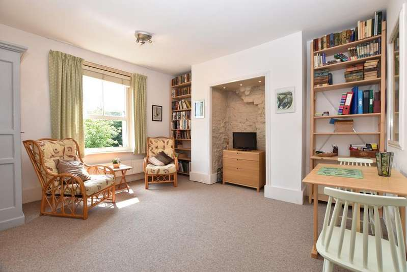 Studio Flat for sale in Cintra Park London SE19