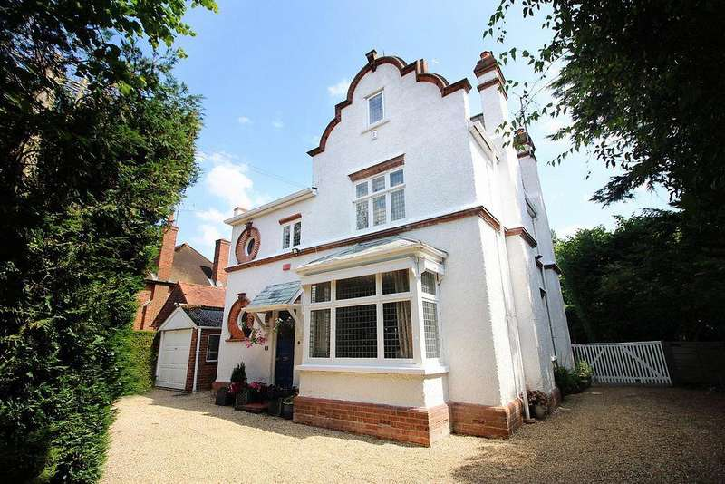 4 Bedrooms Detached House for sale in Grosvenor Road, Caversham, Reading