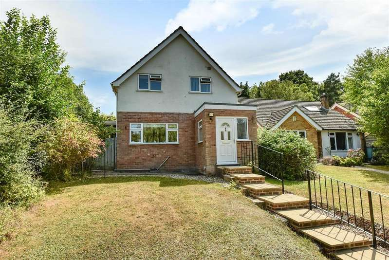 3 Bedrooms Detached House for sale in Greenwood Road, Crowthorne, Berkshire, RG45 6JS