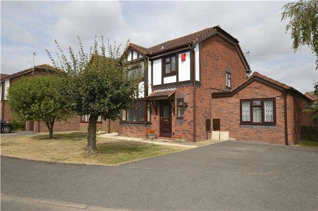 4 Bedrooms Detached House for sale in Lyndley Chase, Bishops Cleeve, GL52