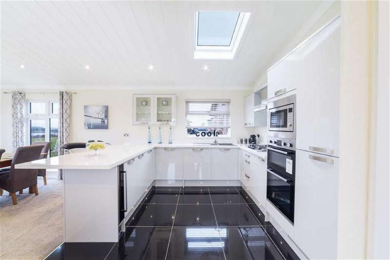 2 Bedrooms Park Home Mobile Home for sale in Wyre Country Park, Wardley's Lane, Poulton-le-Fylde