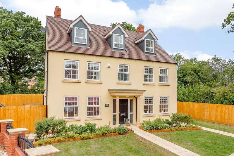 5 Bedrooms Detached House for sale in Sandoe Way, Exeter, Devon