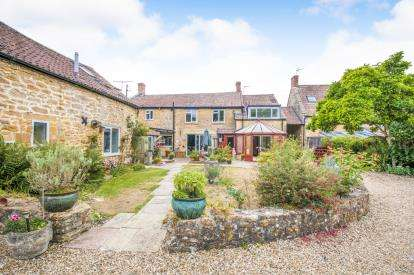 9 Bedrooms Semi Detached House for sale in Martock, Somerset, Uk