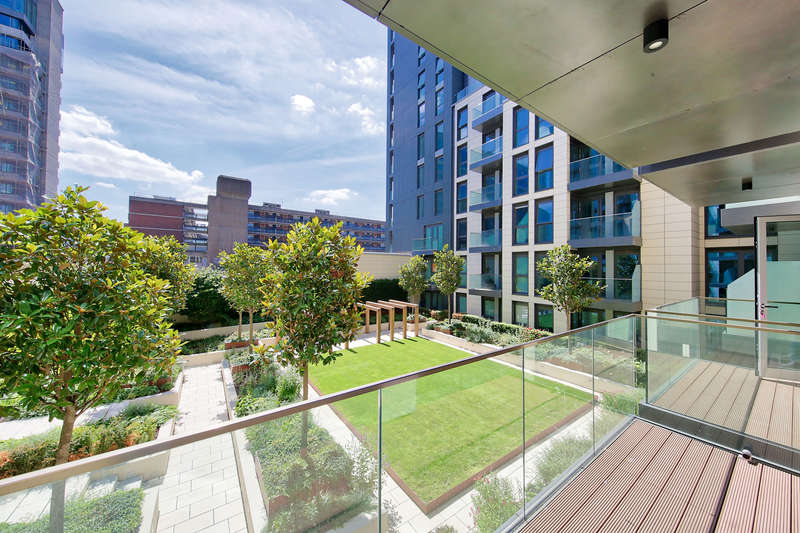 2 Bedrooms Flat for sale in Lancaster House, Sovereign Court, London