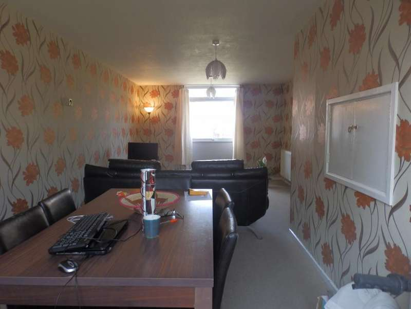 3 Bedrooms Terraced House for sale in Dalmore Road, Ingol, PR2