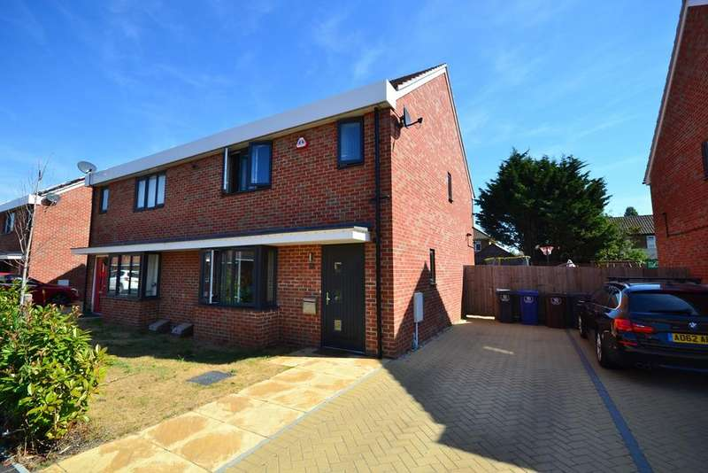 3 Bedrooms Semi Detached House for sale in Sandpiper Close, East Tilbury, East Tilbury, RM18
