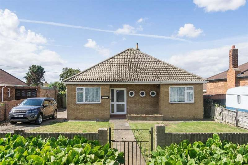 2 Bedrooms Detached Bungalow for sale in Holmpton Road, WITHERNSEA, East Riding of Yorkshire