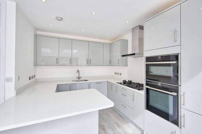 3 Bedrooms End Of Terrace House for sale in Victory Road , Wimbedon SW19