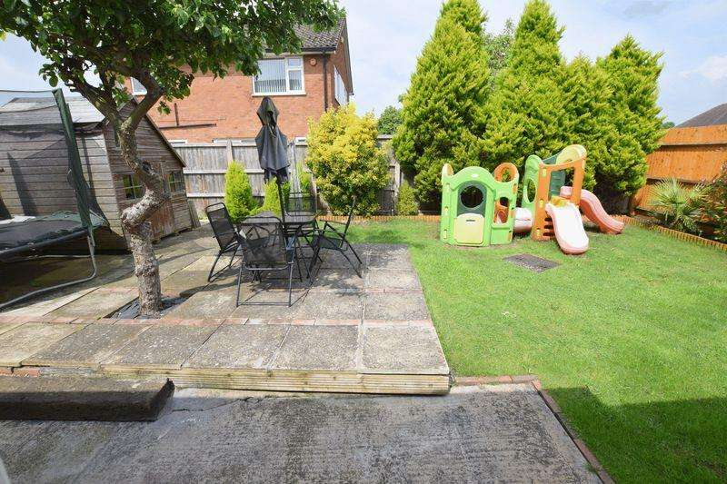 5 Bedrooms Detached House for sale in Water Eaton Road, Bletchley, Milton Keynes