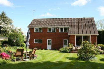 4 Bedrooms Detached House for sale in Hodge Lane, Tamworth, Staffordshire