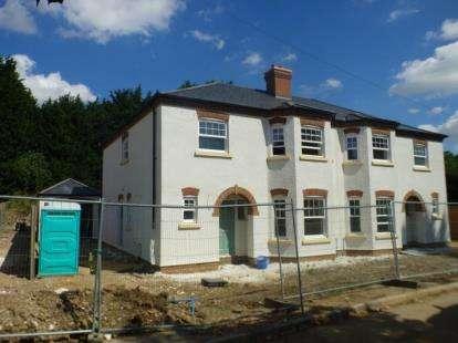 3 Bedrooms Semi Detached House for sale in Tilsworth Road, Stanbridge, Leighton Buzzard, Bedfordshire
