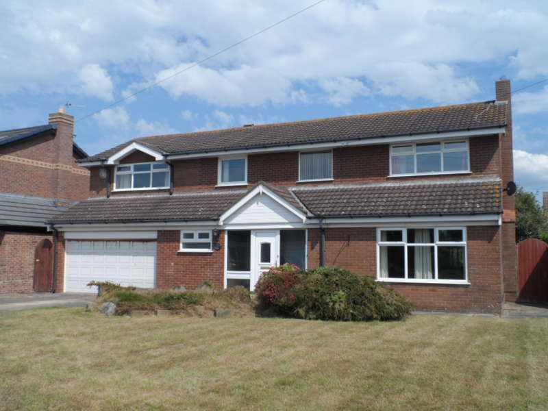 4 Bedrooms Detached House for sale in Fairhaven Avenue, Fleetwood, FY7 8HR