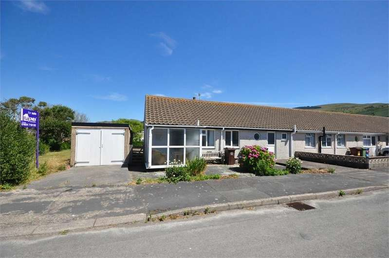 2 Bedrooms Terraced Bungalow for sale in Francis Avenue, Fairbourne, Gwynedd