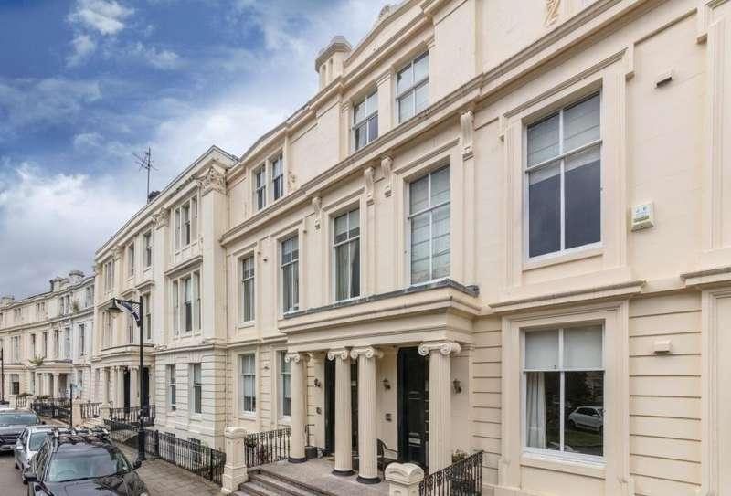 3 Bedrooms Triplex Flat for sale in 11 Royal Crescent, Park, G3 7SL