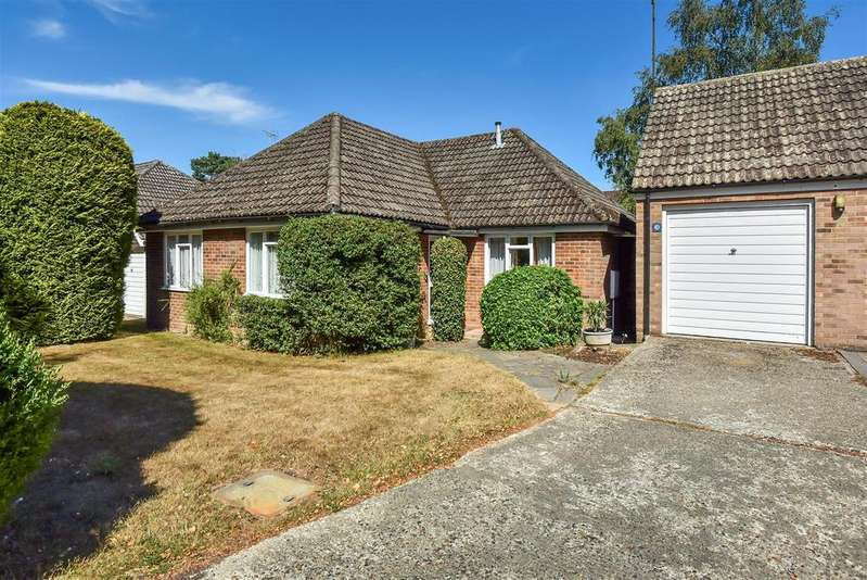 3 Bedrooms Bungalow for sale in Wiltshire Avenue, Crowthorne, Berkshire, RG45 6NQ