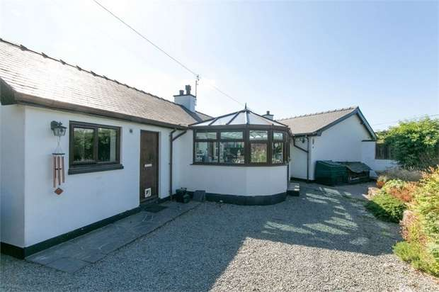 3 Bedrooms Detached House for sale in Llanrwst, Llanrwst, Conwy