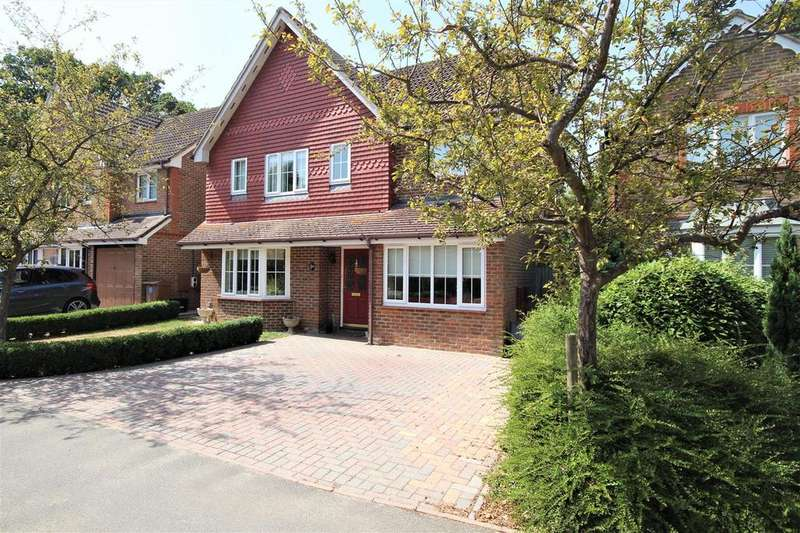 4 Bedrooms Detached House for sale in Broad Hinton, Twyford, Reading