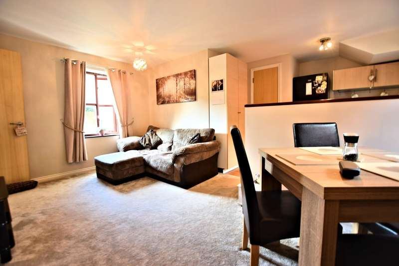 2 Bedrooms Flat for sale in Mitford Court, Three Mile Cross, Reading, RG7
