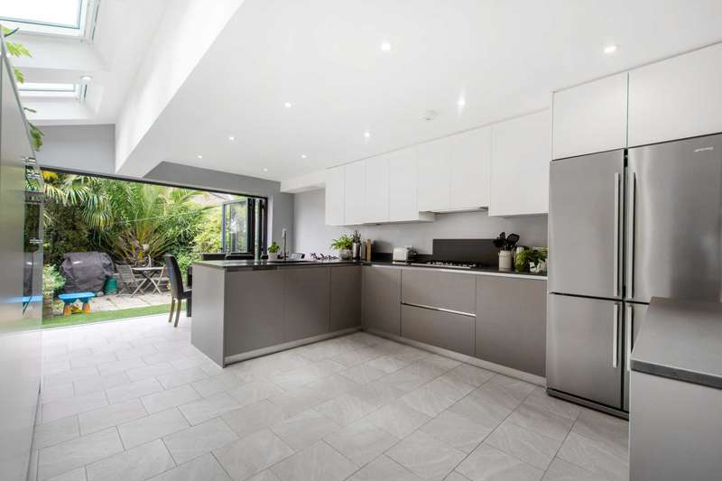 3 Bedrooms House for sale in Kemerton Road, Camberwell