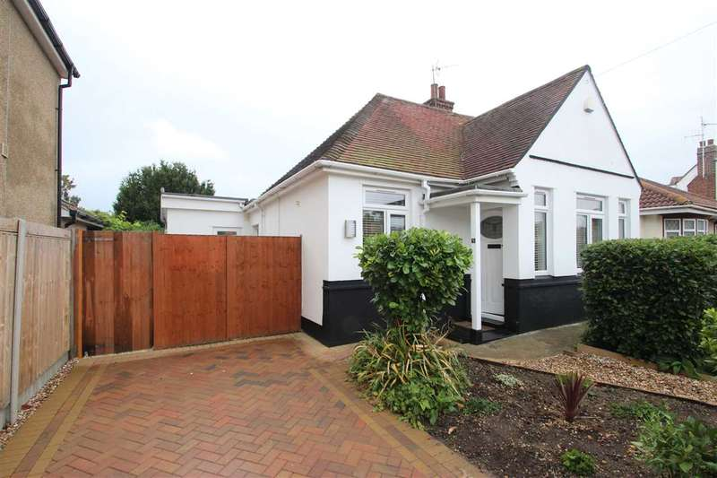 3 Bedrooms Bungalow for sale in Vicarage Gardens, Clacton-on-Sea