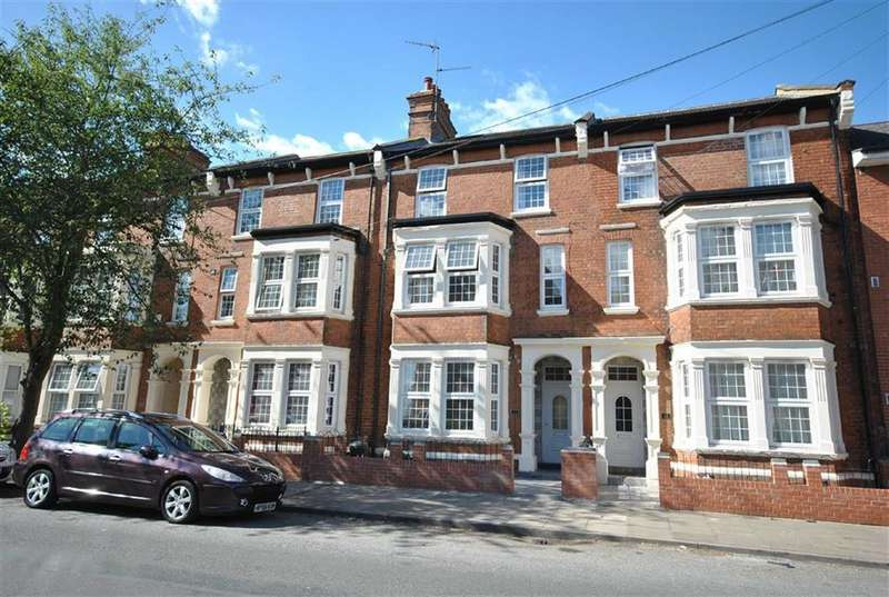 7 Bedrooms Town House for sale in Abington