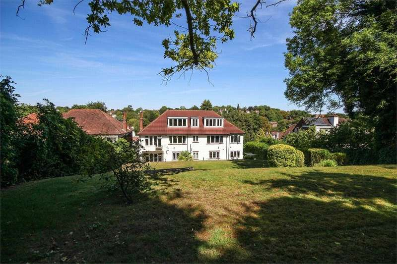 4 Bedrooms Detached House for sale in Webb Estate, Purley, Surrey